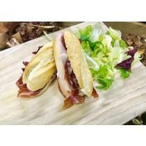 Mini baguetina ibérica con queso Brie (Bandejas de 10 Unidades)