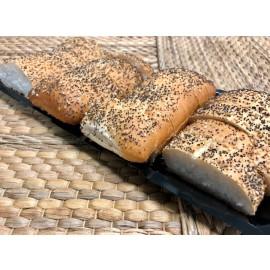 Bandeja de pan cortado con semillas de sésamo y amapola (7-10 pers.)